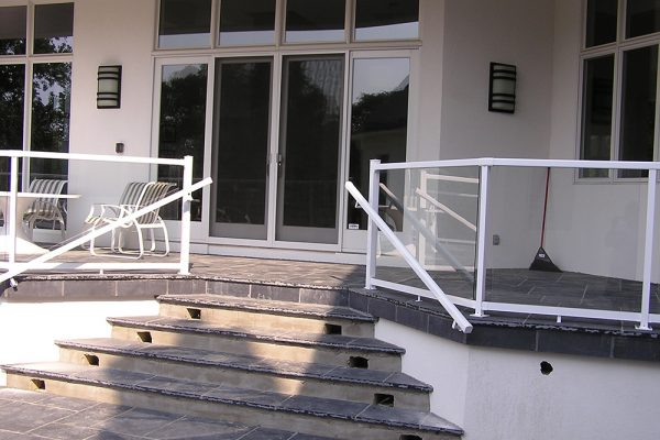 "36""RH Glass Rail & Handrail in Gloss White"