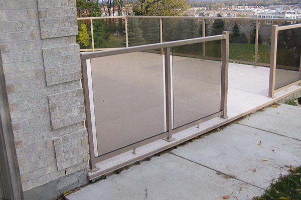 Glass Rail in WeatherRail Tan with Bronze glass/ Classic Plus Beachwood Weatherdek