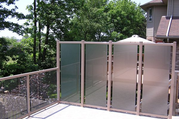 "72""RH Privacy Wall in WeatherRail Tan with Acid Etched Glass"